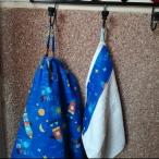 Detalle bata y toalla colgadas